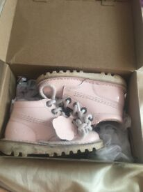 Size 7 infants kickers in pink excellent condition