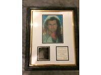 MEL GIBSON SIGNED Picture (Braveheart)16.7 x 24 cm framed (45 by 55cm) Authentic