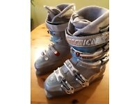 Ladies Tecnica ski boots size 25.5 - in excellent condition as hardly worn.