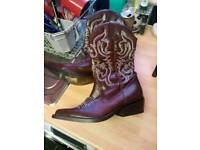 Cowboy/girl boots size 4