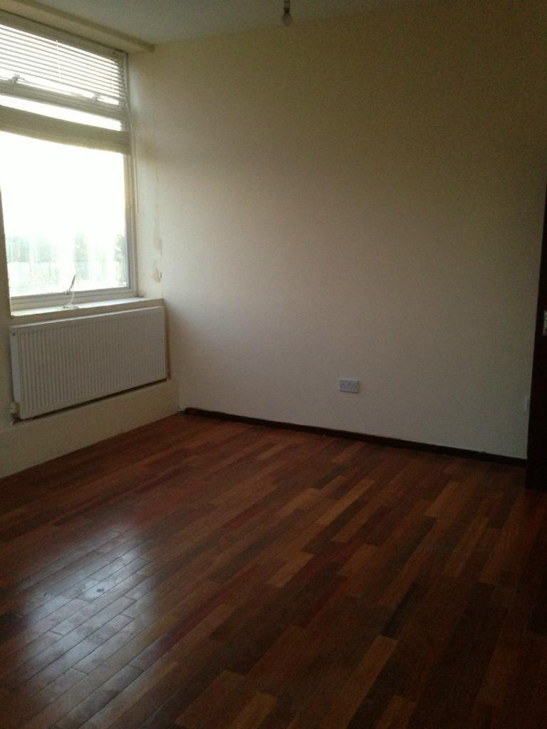 3 LARGE DOUBLE ROOMS AVAILABLE TO RENT IN THE SAME PROPERTY! ALL BILLS INC. LOCATED ON ILFORD LANE.