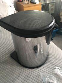 Integrated kitchen Bin
