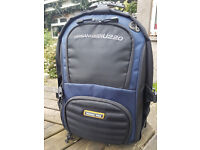 NANEU PRO Urban Gear U220 Camera/Laptop Backpack
