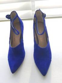 Beautiful indigo suede shoes SIZE 3.5 (36)