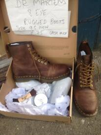 Dr. Martens 8 eye rugged boots. Sz 9.5