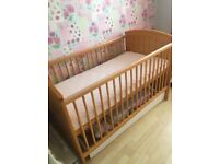 Manas & papas cot bed