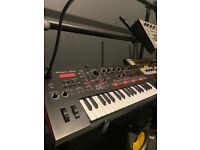 ROLAND JDXI ANALOGUE/DIGITAL SYNTHESISER AND DRUM MACHINE