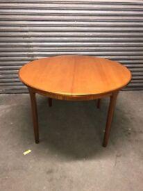 Macintosh round middle flip leaf table
