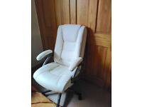 Lovely cream swivel chair in great condition