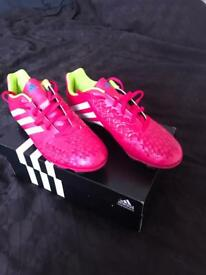 Adidas mens football boots size 8 brand new