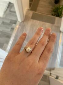 9ct gold button pearl and diamond ring