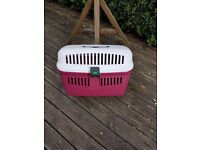 Pet carrier in very good condition. Looking for a new owner.