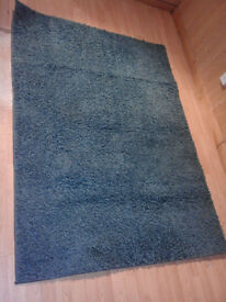 Blue shaggy rug in good condition