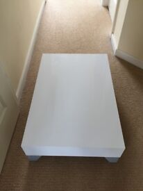 Coffee table. Has 2 small chips, hence the price.