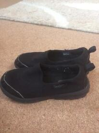 Black Skechers trainers size 11 kids good condition
