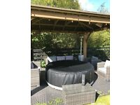 HOT TUB - luxury 6 person Tub. 130 jets. Heats to 42c