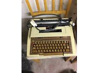 1960 ELECTRIC TYPE WRITER, GOOD WORKING ORDER, RARE CLASSIC MACHINE
