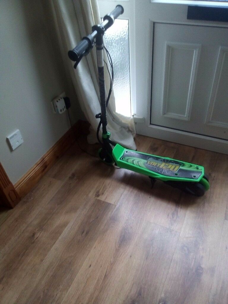 Electric scooter barely used wee boy got it for birthday and he never looked near it