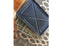 Small/medium folding pet crate with base tray