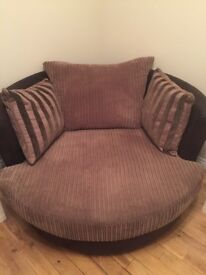 Large DFS swivel chair