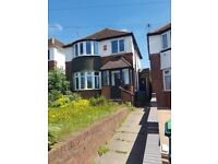 3 BEDROOM: THROUGH LOUNGE: FITTED BATHROOM: FITTED KITCHEN: DINING ROOM: MOTORWAY LINKS: REAR GARDEN