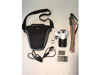 Pentax K-30 Camera white HARDLY USED DSLR with 18-135 mm Lens and Extras