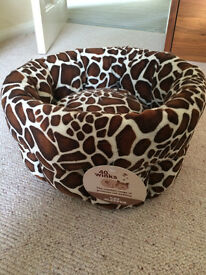 Pet bed Cat / Minature Dog great condition