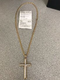Gold chain and diamond gold pendant cross £850 with receipt for 940