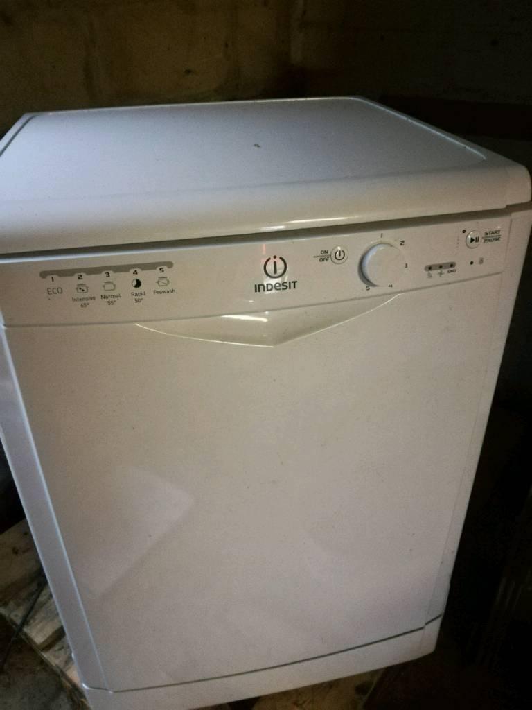 Indesit dishwasher DFG15B1