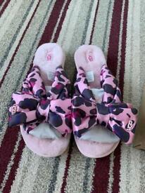 Women's ugg sandals/sliders