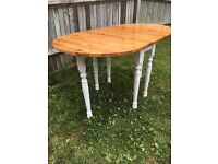Beautiful dropleaf table and 4 chairs