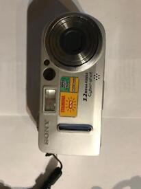 Sony Cyber-Shot DSC-P7 camera & video