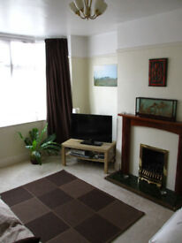 Double Room in Shared House Mon-Fri Let only - £350pcm (all bills inc.)