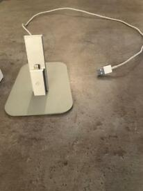 Iphone/Ipad dock official with 2 cables