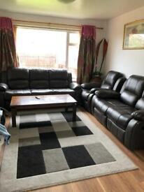 LARGE DOUBLE BED ROOM TO RENT. £70 PER WEEK, CLOSE TO SCHOOL,POST OFFICE,BUS STOP, CENTER.