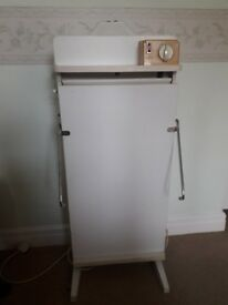 Electric trouser press