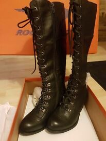 Brand new SIZE 4 Rocket dog boots in box