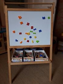 Tidlo Easel with magnetic numbers and letters