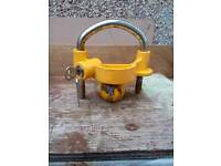Tow hitch lock with two keys for caravan or trailer