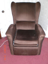 Upright wing armchair, which reclines