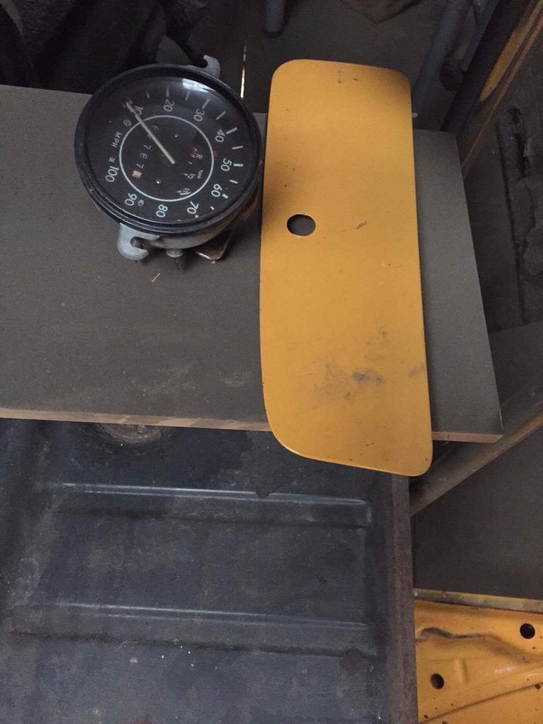 VW Beetle glove box lid