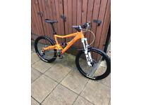 Orange Five Pro 2013 medium, lovely condition, new parts