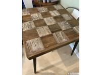 Table 90x90 And 4 chairs