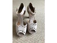 Nude/beige size 6 open toe dress shoe
