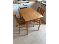 Exetendable table and 2 chairs