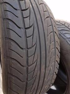 4 pneus d'été 215/60R16 Uniroyal Tiger Paw AS65. 25% d'usure, mesure 7-8-8-8/32.