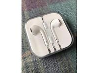 Apple earphones - EarPods with 3.5mm Headphone Plug