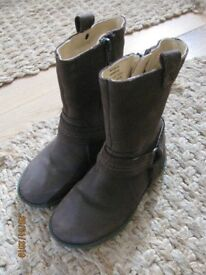 Girl's brown boots - size 9
