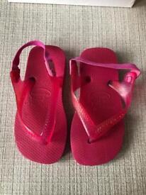 Kids pink Havaianas.