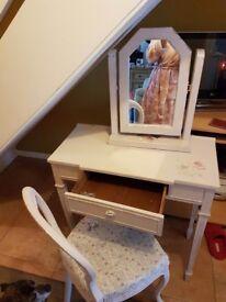 Dressing table mirror chair